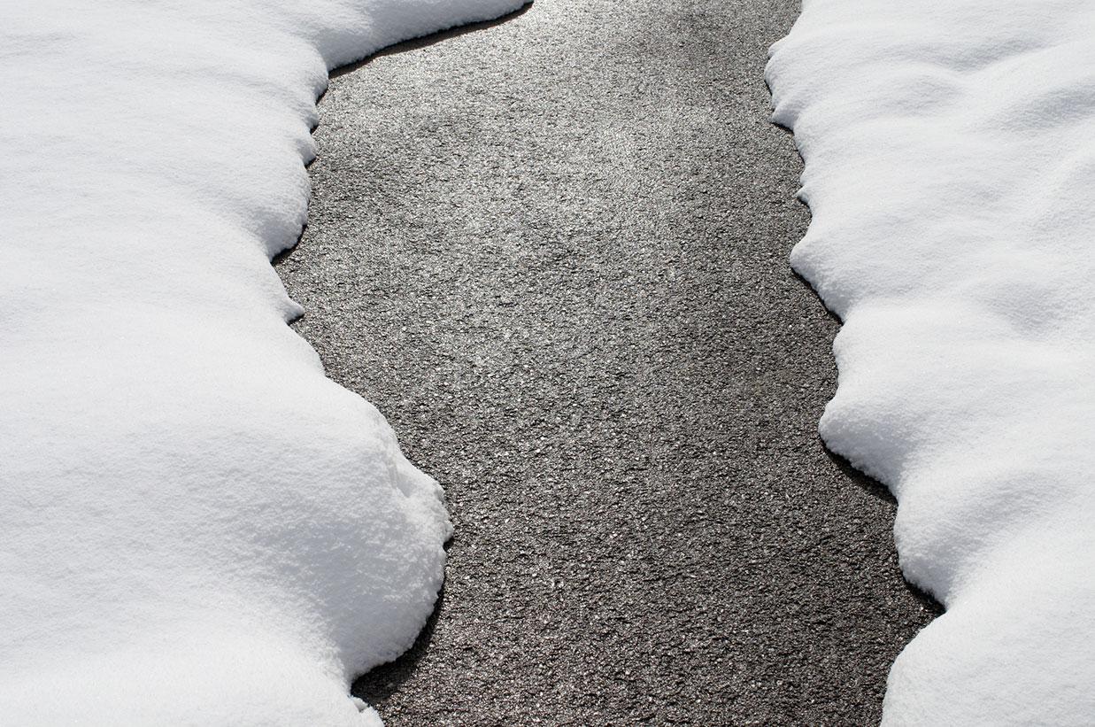 snow-on-driveway